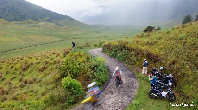 Touring jalur darat dari Bali ke Jawa ini akan menyenangkan kalau lewat Taman Nasional Bromo Tengger Semeru!