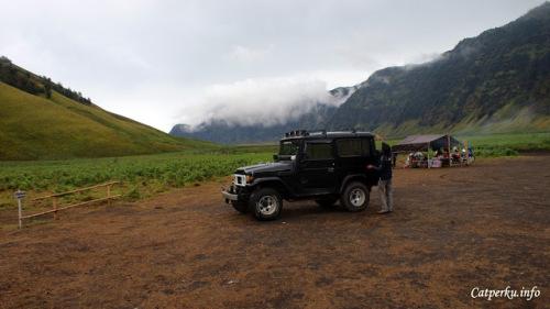 Jeep Hardtop seperti ini banyak ditemui di Taman Nasional Bromo Tengger Semeru, kebanyakan berasal dari Cemoro Lawang yang merupakan pintu masuk paling mudah dan paling umum untuk para turis yang ingin bervakansi di Gunung Bromo dan sekitarnya. Harga sewa/carter Jeep Hardtop di Cemoro Lawang rata - rata 400-500 ribu bisa diisi hingga 5 orang.