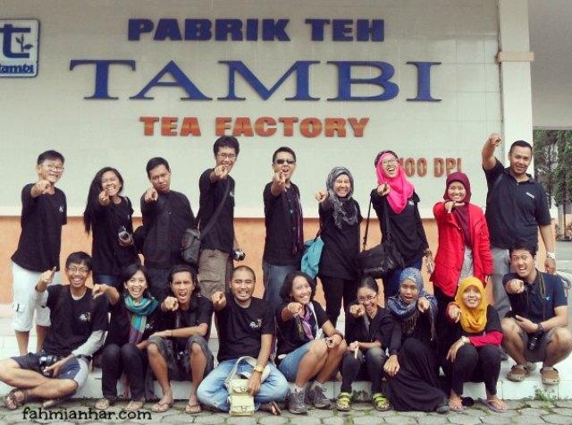 Dan.. pikniknya rame - rame bareng mereka~ *foto ini minjem dari fahmianhar.com ya*