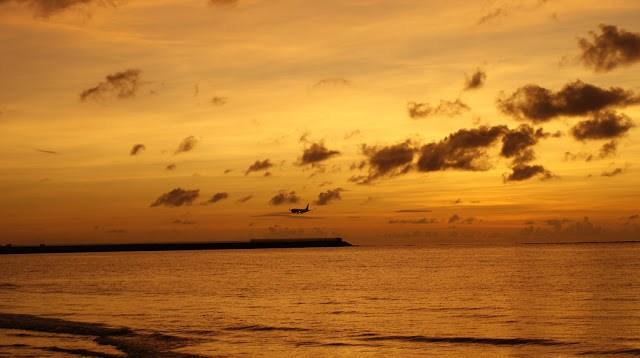 Saya tidak pernah bosan menghabiskan sore hari di Pantai Segara, lebih menyenangkan dari pantai sebelahnya yang sudah terlalu ramai. Weitts, jangan lantas semua datang kesini ya, nanti jadi ramai juga dong ^^