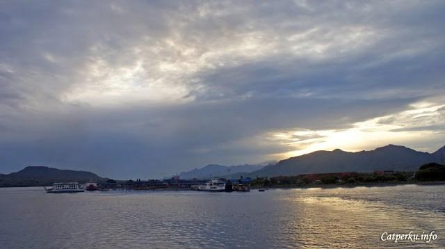 Touring Bali - Jawa ini saya tempuh selama 14 jam, berangkat dini hari dari Denpasar, dan pagi hari sudah sampai di Pelabuhan Gilimanuk bali.
