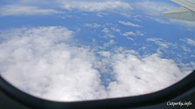 Segini, kira - kira ketinggian jelajah pesawat berapa ribu kaki ya?