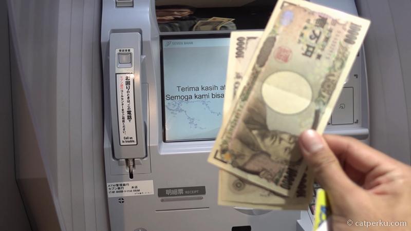 13. Mudah bukan, tak perlu lagi ribet ke Money Changer sebelum pergi liburan ke Jepang! Siapin saja uang yang banyak di rekening kalian! :D