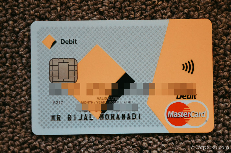 Pisahkan uang, minimal dalam dua rekening berbeda. Satunya bisa dikhususkan untuk keperluan dana liburan akhir tahun.