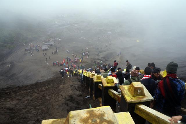 Naik dan turun puncak Gunung Bromo padat merayap!