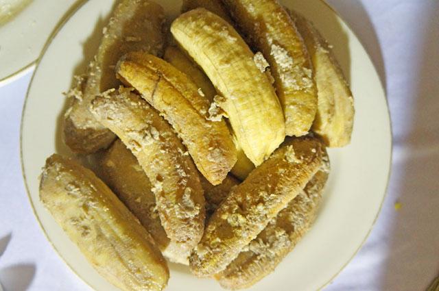 Loka Anjoroi, pisang rebus makanan khas Sulawesi dengan sentuhan khas Suku Mandar.