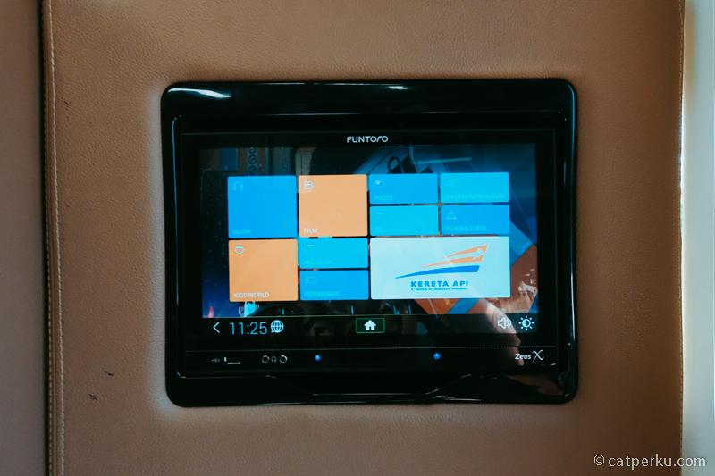 AVOD atau multimedia entertaiment untuk penumpang kereta luxury ini.