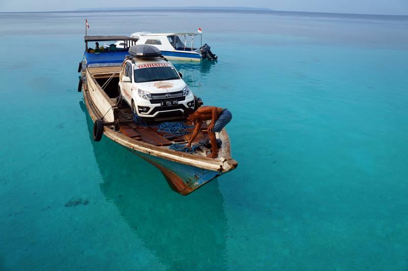 Air di sekeliling Maratua Paradise begitu jernih seperti ini!