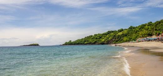 Air lautnya super jernih, pasirnya putih, nggak salah namanya Virgin Beach