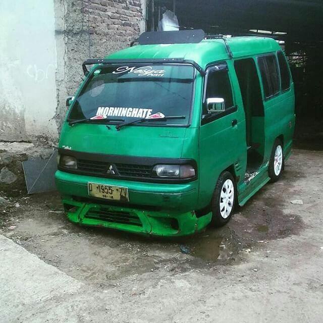Angkot Bandung ini mempunyai banyak rute.
