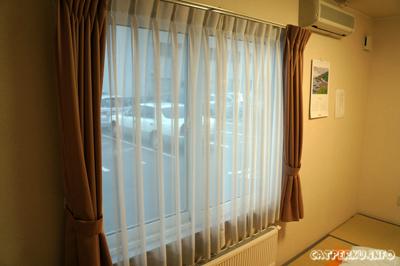 Pemandangan diluar ruangan kamar Aozora Inn, tempat parkir :D