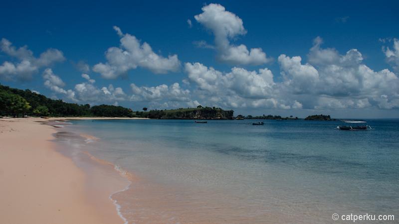 Asik untuk bersantai, serasa pantai sendiri