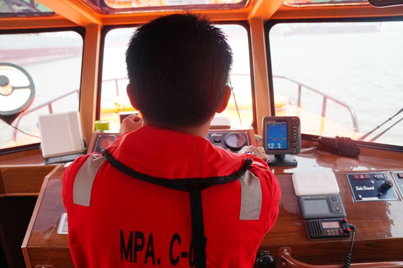 Bagian dalam kapal yang mengantarkan saya keliling pelabuhan Tanjung Priok