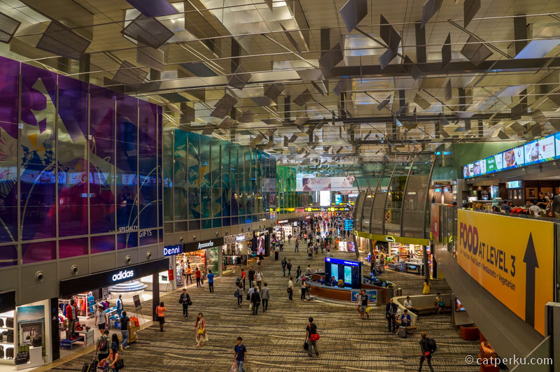 Bandara Changi Singapore ini luar biasa besar, asik untuk dijelajahi dan diexplore