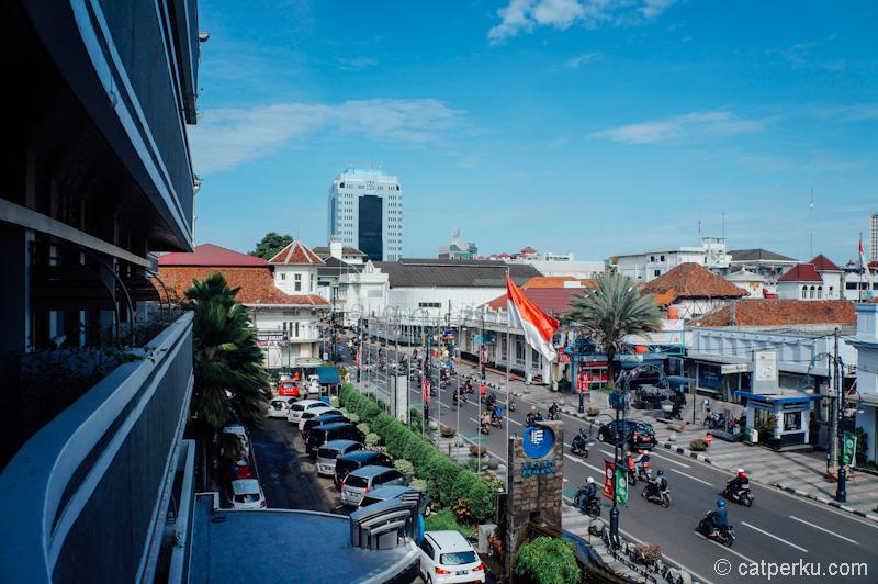 Bandung dari kamar suite Hotel Savoy Homann Bidakara. Mau sedikit mewah ketika liburan ke Bandung? Nginap disini aja!