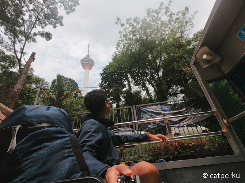Baru kali ini saya naik Kuala Lumpur Hop On Hop Off Bus keliling Kota Kuala Lumpur