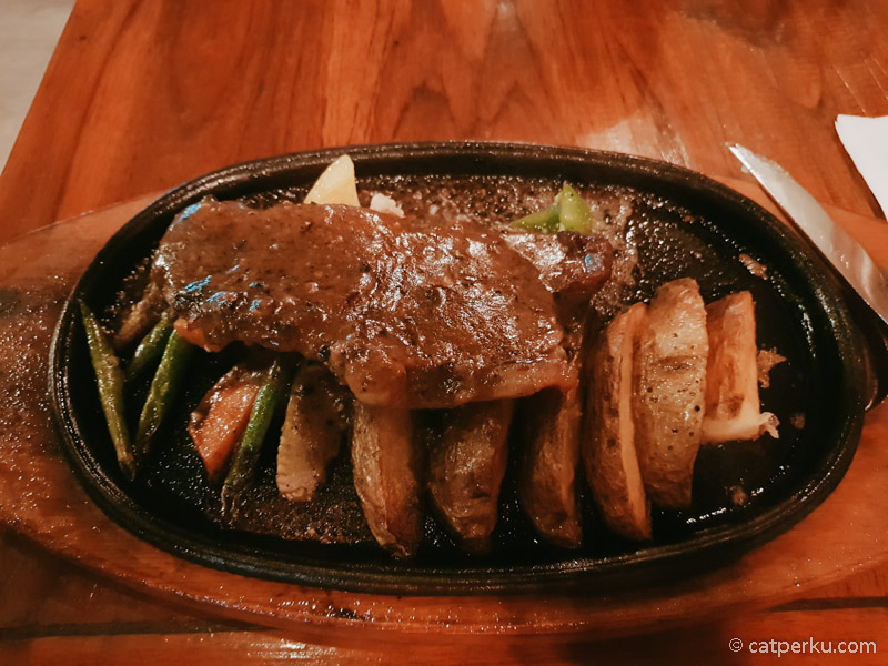 Beef steak di Suite Sun Island Hotel And Spa Legian enak!