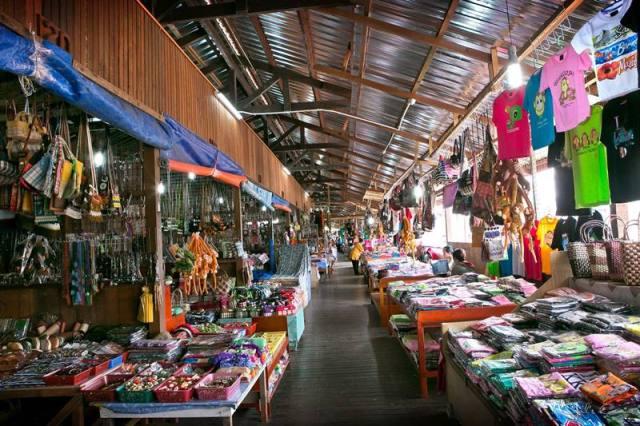 Belanja Kerajinan Tangan di Kota Kinabalu Handicraft Market.