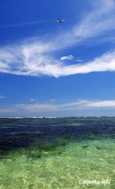 Ini lho pantai di Bali yang namanya Pantai Penyu :D