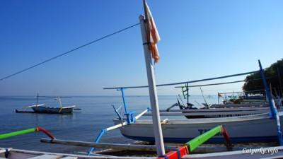 Pantai Lovina yang berpasir hitam. Lumba - Lumbanya mana dong?