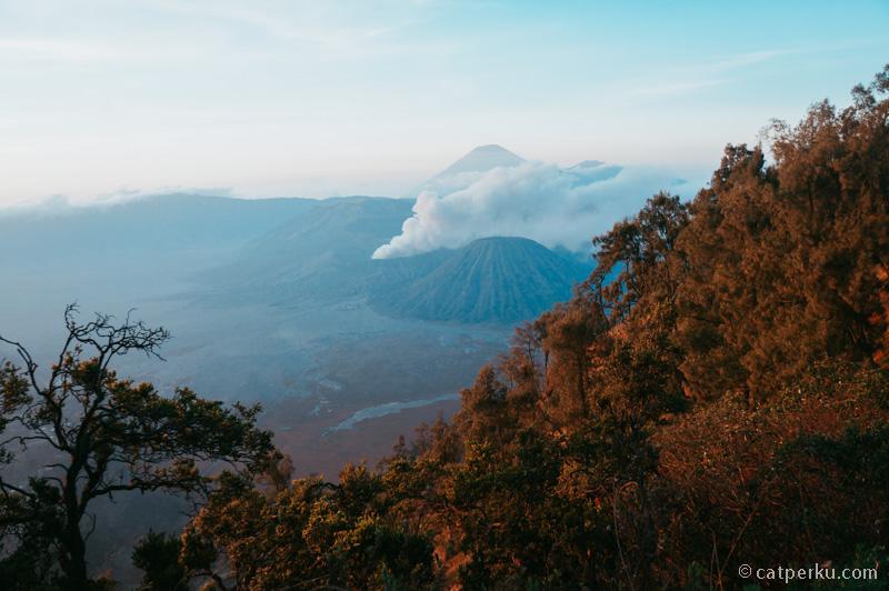Bromo adalah salah satu tempat wisata di Indonesia yang tidak membosankan, meski dikunjungi berkali-kali!
