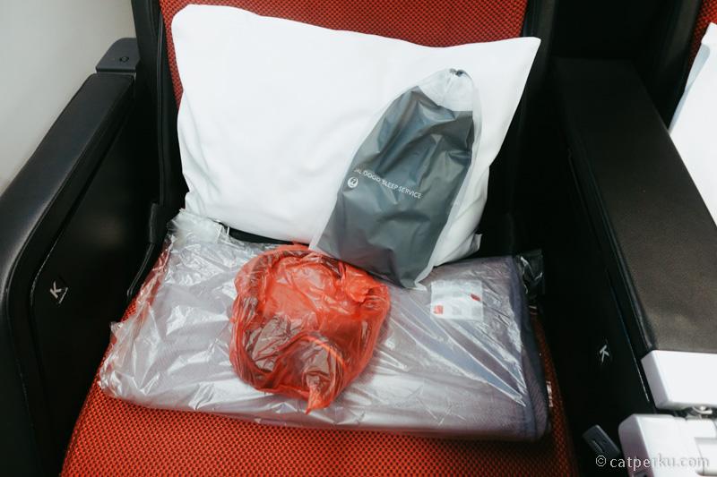 Comfort set Premium Ekonomi ini lengkap banget.