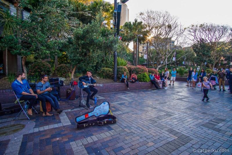 Travel Video : Street Music Performance Di Circular Quay