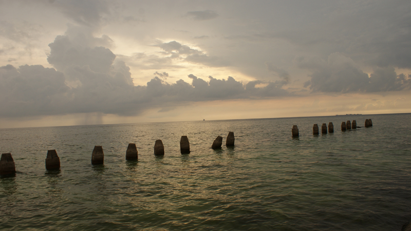 Sunset di suasana berawan, Pulau Samalona