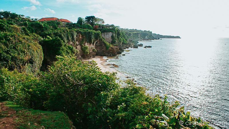 Dari bukit diatas Pantai Tegalwangi ini terlihat jelas Ayana Resort dengan rockbarnya yang terkenal