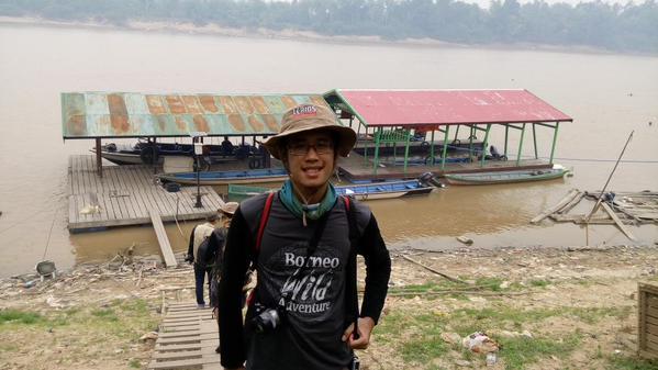 Jika kalian ingin melihat Orang Utan di Taman Nasional Sebangau, kalian harus naik perahu dari Dermaga Baun Bango, yang ada di Kecamatan Kamipang, Desa Katingan, Kalimantan Tengah ini!
