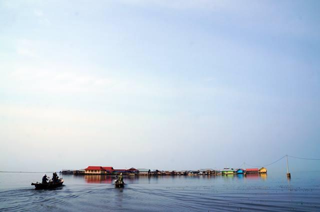 Desa Torosiaje, desa yang mengambang di atas air.