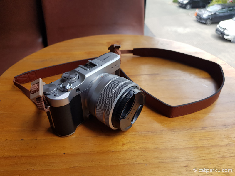 Desainnya sih khas Fujifilm banget, klasik gimana gitu!