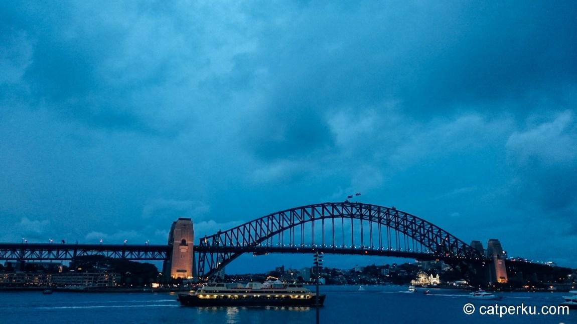 Foto Harbour Bridge, menjelang malam hari saya ambil dengan Sony Xperia Z3! Serius!