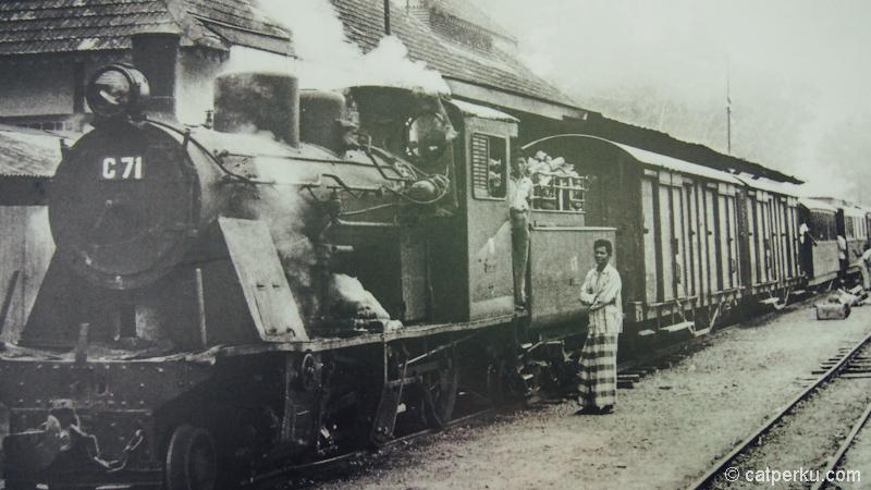 Foto kereta api jaman pada hindia belanda