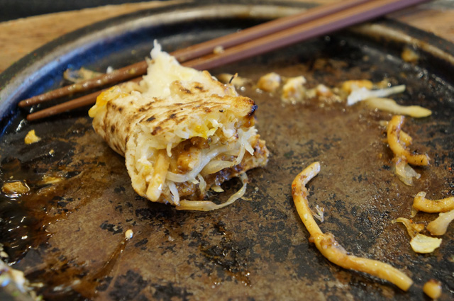 Buat saya, gigitan terakhir seporsi Okonomiyaki ini selalu paling enak!