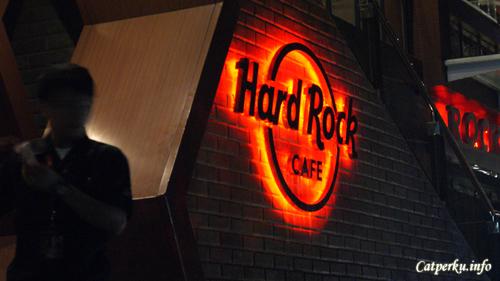 Bored Lead To Creativity : Guarding The Hard Rock cafe Kuta, Bali