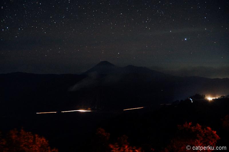 Gunung Bromo di kegelapan malam