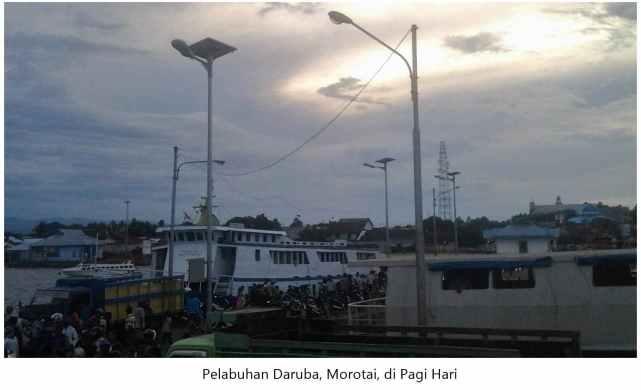 Suasana Pelabuhan Daruba, Morotai di pagi hari.
