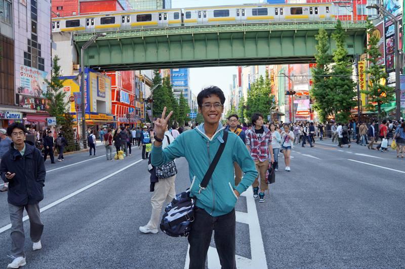 Jangan lupa berpose di Akihabara juga untuk kenang-kenangan