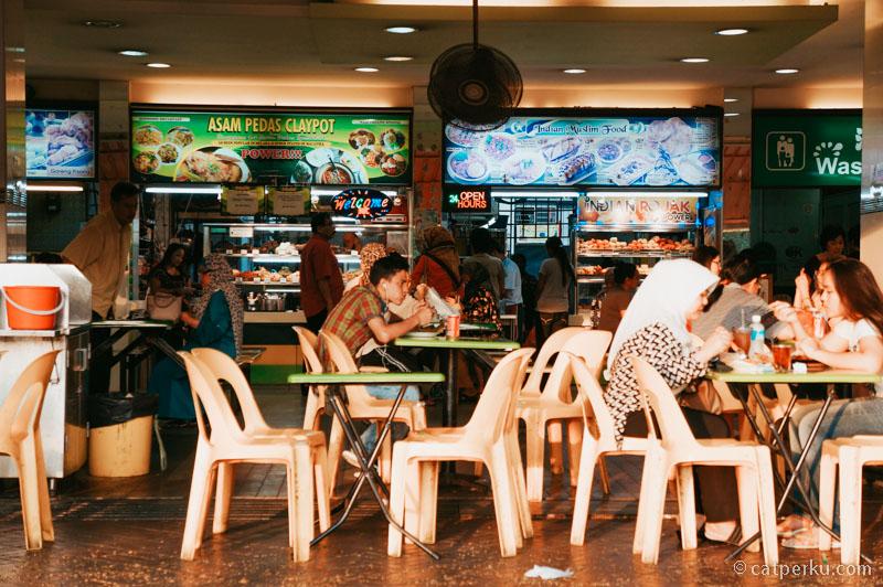 Jangan lupa juga untuk menyempatkan diri berburu kuliner Singapura yang enak itu.