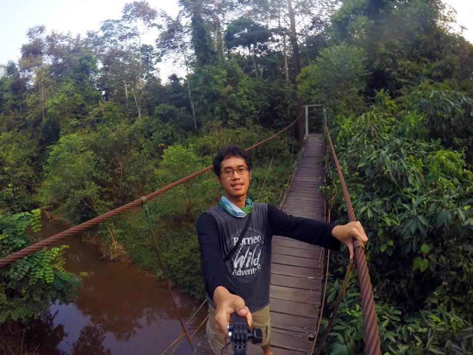Jembatan gantung di Wisata Alam Sangkima, asik buat selfie, tetapi harus berhati-hati
