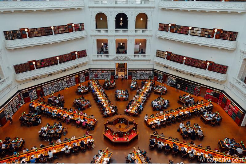 Kalau lihat perpustakaan kayak gini, kok kangen jadi mahasiswa ya rasanya!
