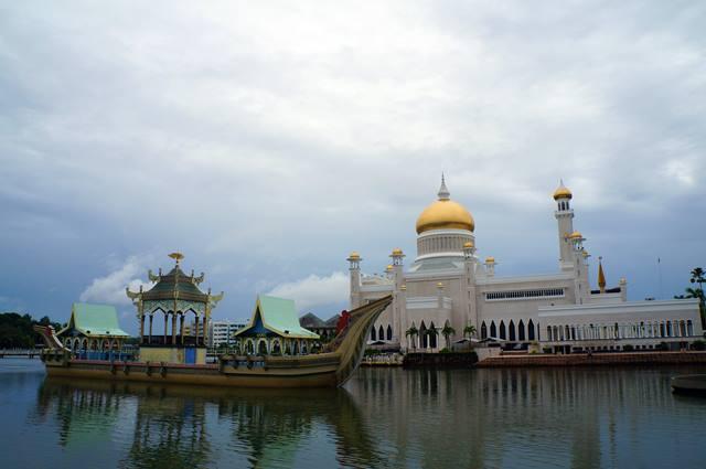Kesejahteraan penduduk Brunei begitu diperhatikan oleh negara.