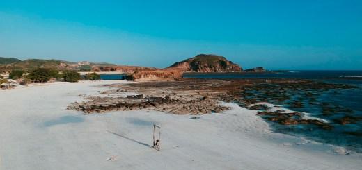 Ketika sedang surut, pantai ini juga terlihat indah lho!