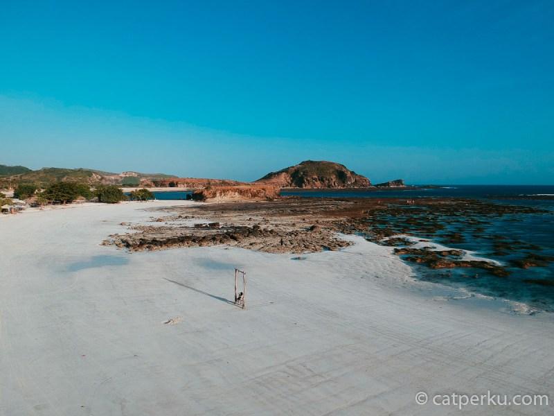 Ekspresikan gayamu di Pantai Tanjung Aan!