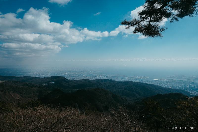 Kota Kobe dan Osaka terlihat dari atas Gunung Rokko.