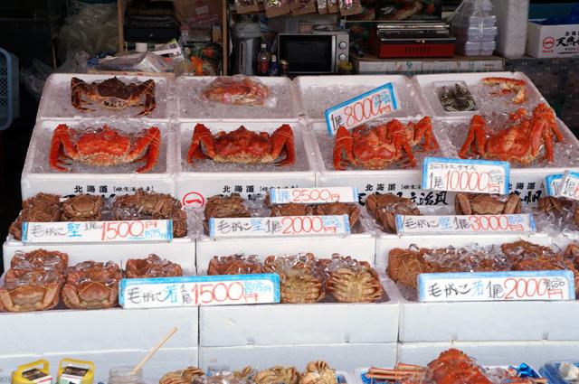 Jalan - jalan di pasar ikan yang di Hakodate seru siiih, tapi ngelihat harga seafood kayak gini, bikin keder deh :3