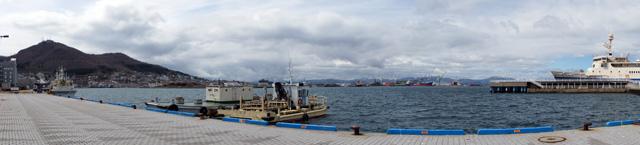 Pelabuhan Hakodate dalam pemandangan 180 derajat.