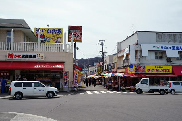 Pasar ikan Hakodate, ramenya pagi hari sih katanya. Makanya disebutnya morning market, bukan night market :p