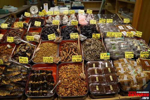 Macam - macam makanan yang dijual di Kyoto :D *ada yang mirip ikan teri*